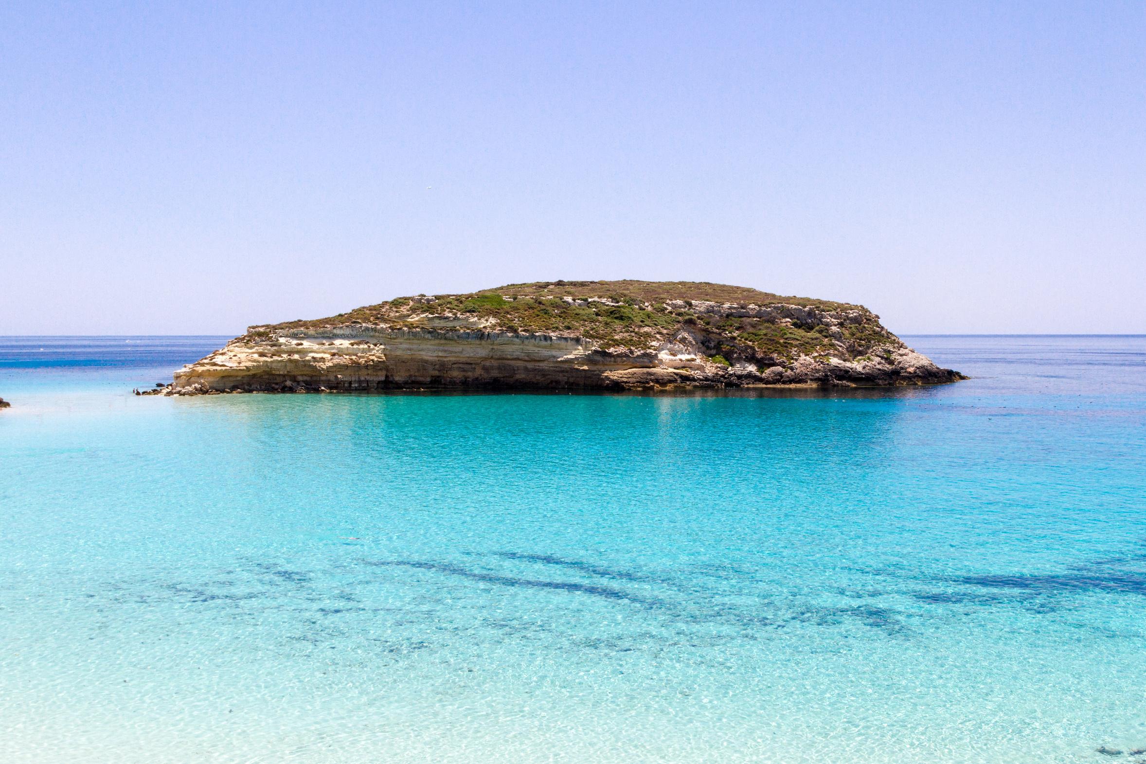 Kristallblaues Meer um Lampedusa