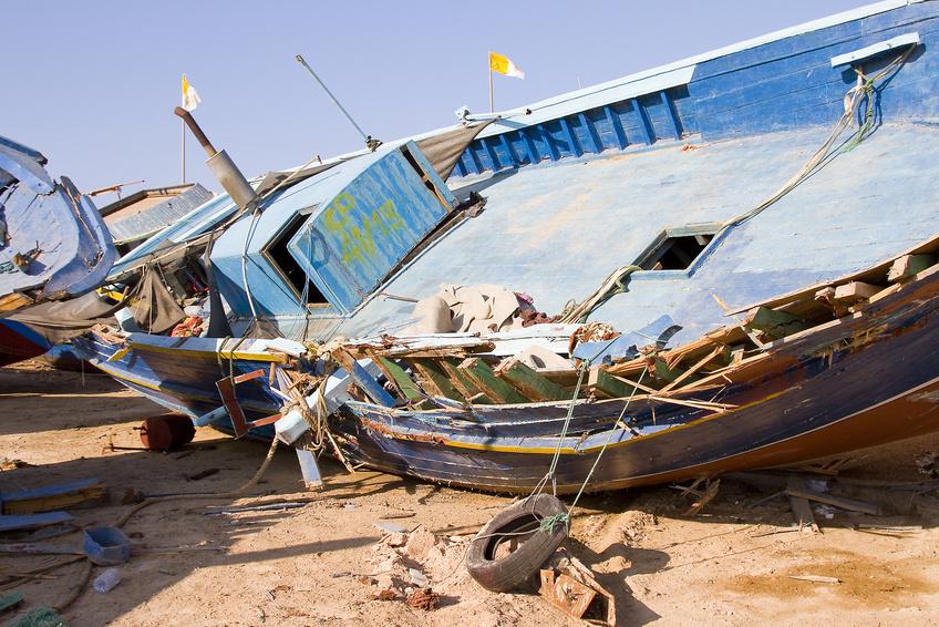 zerstörtes Flüchtlingsboot auf Lampedusa